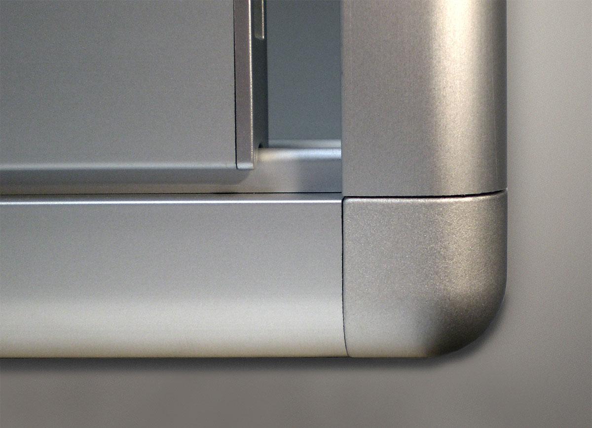 Schaukasten Alurahmen rund - Detail Schiebetür