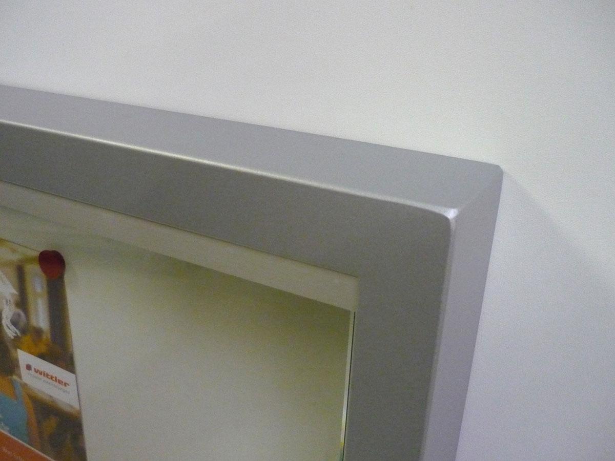 Schaukasten Stahlrahmen - Detail Ecke