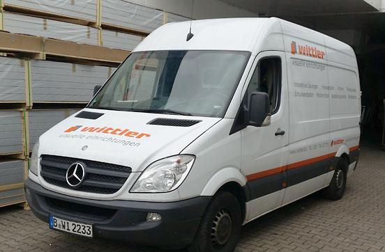 Wittler liefert Vitrinen mit eigenen Lieferwagen